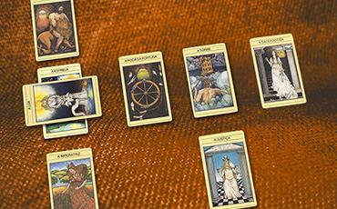 Jogo de cartas de tarô